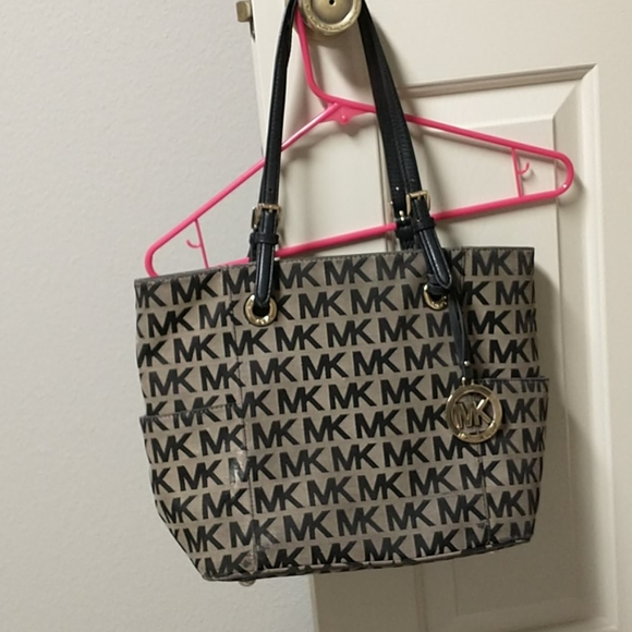 Gently used mk purse